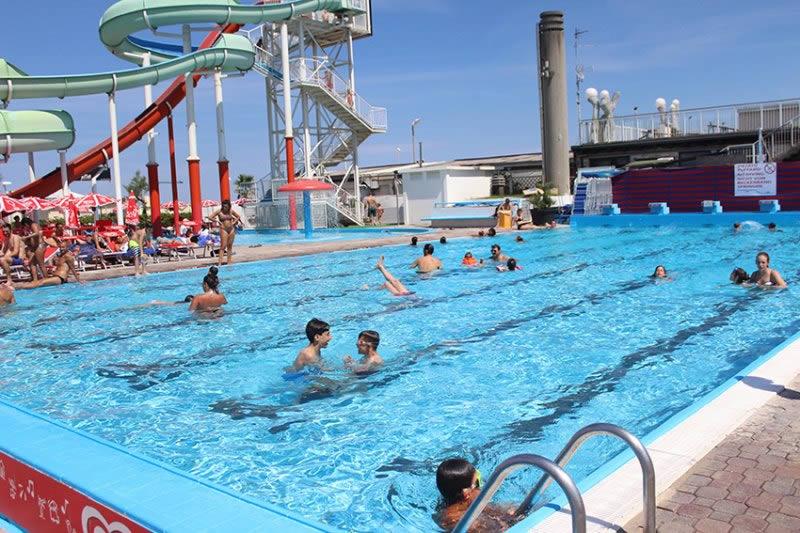Hotel rimini con parco acquatico gratuito albergo 3 - Residence riccione con piscina ...