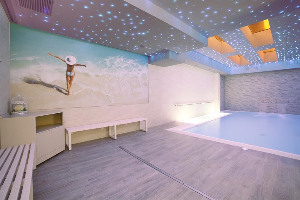 Hotel con piscina riscaldata a rimini scopri la piscina interna con idromassaggio in hotel - Hotel corvara con piscina interna ...